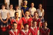dancers and chorus_galcrop